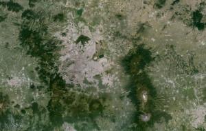 Ville de Mexico aujourd'hui On voit clairement sur cette carte, comment le lac a progressivement disparut et comment la ville s'est étendu, au delà de sa limite administrative