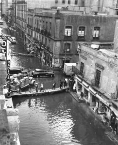 Centre Historique de la ville de Mexico pendant l'inondation de 1951